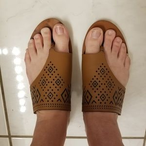 Lucky Brand Brown Thong Sandals size 8